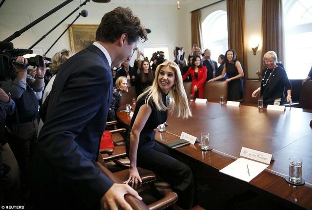 图为加拿大总理特鲁多为第一女儿